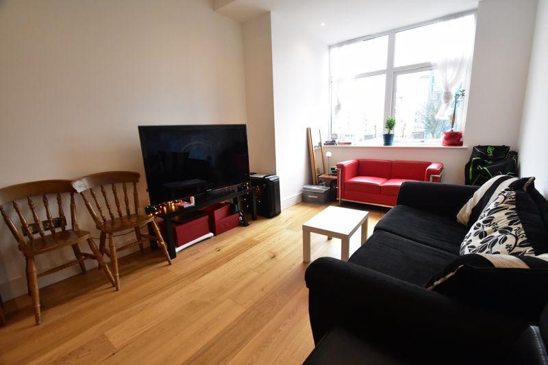 2 bedroom Apartment / Studio to buy in Flowers Way, Luton - Photo 10