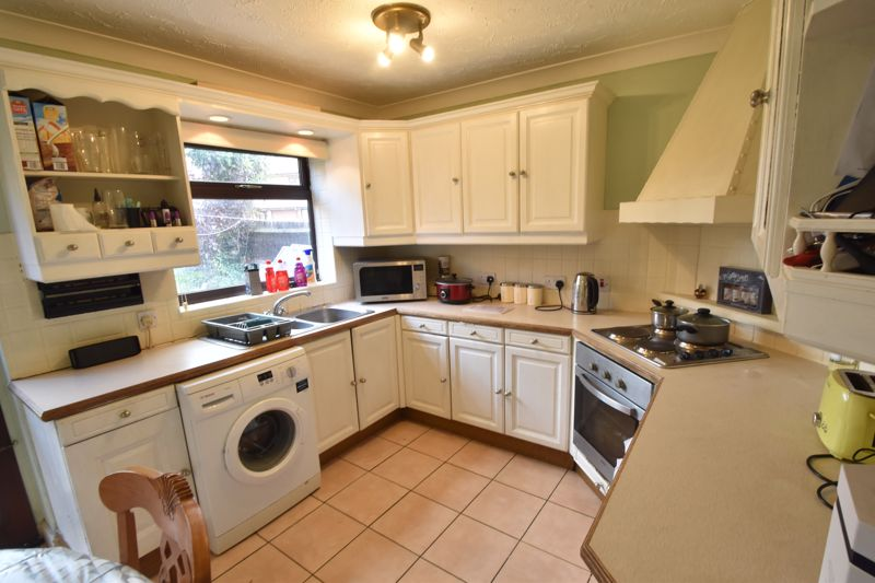 2 bedroom End Terrace to buy in Keeble Close, Luton - Photo 1