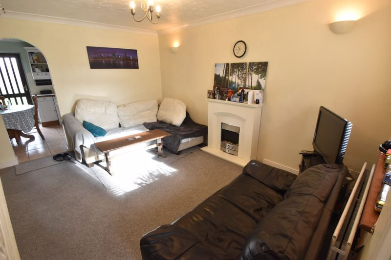 2 bedroom End Terrace to buy in Keeble Close, Luton - Photo 2