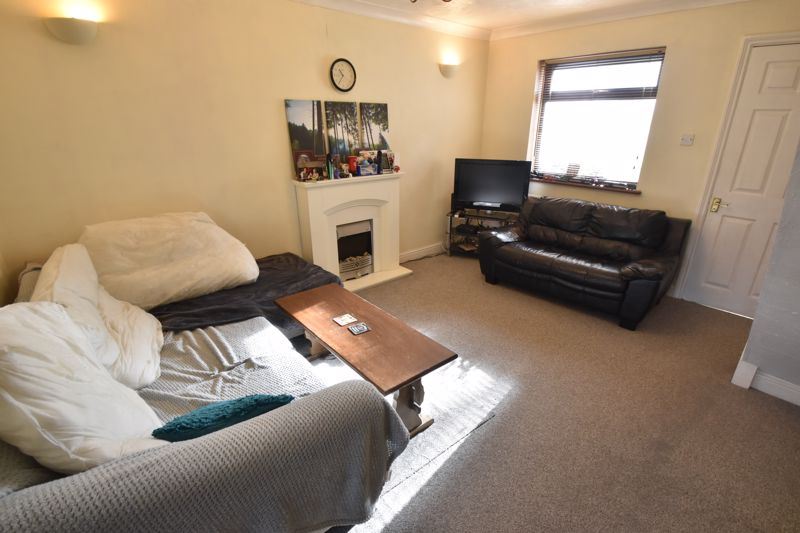 2 bedroom End Terrace to buy in Keeble Close, Luton - Photo 4