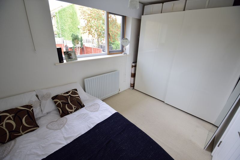 2 bedroom Mid Terrace to buy in Brussels Way, Luton - Photo 7