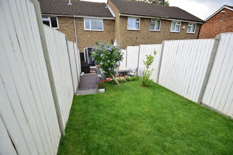 2 bedroom Mid Terrace to buy in Brussels Way, Luton - Photo 11