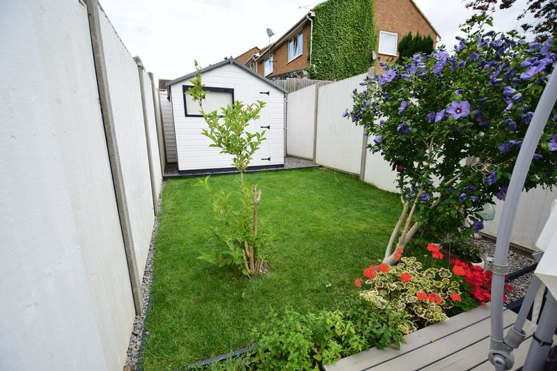 2 bedroom Mid Terrace to buy in Brussels Way, Luton - Photo 12