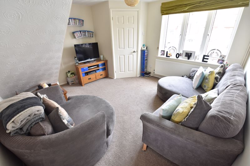 2 bedroom End Terrace to buy in Claverley Green, Luton - Photo 2