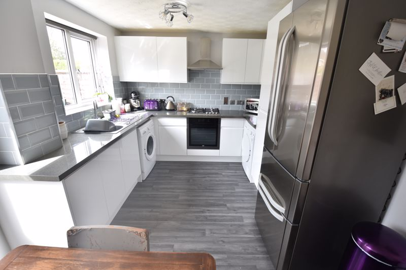 2 bedroom End Terrace to buy in Claverley Green, Luton - Photo 3