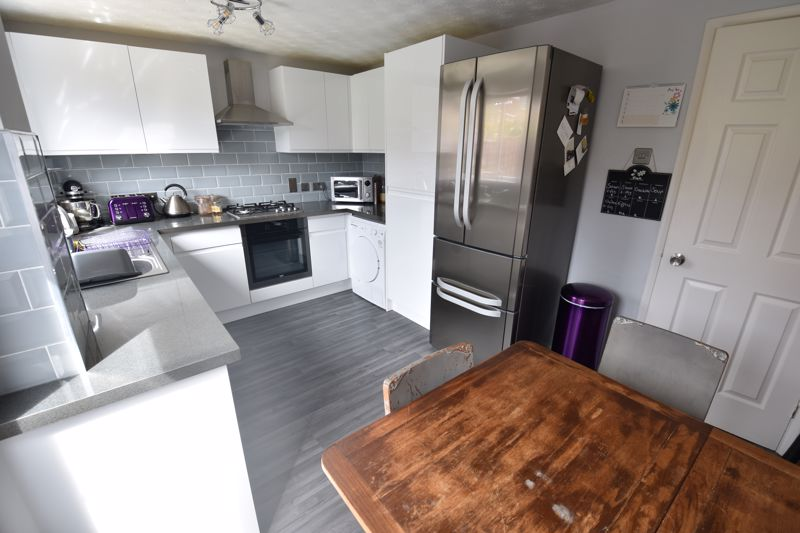 2 bedroom End Terrace to buy in Claverley Green, Luton - Photo 4