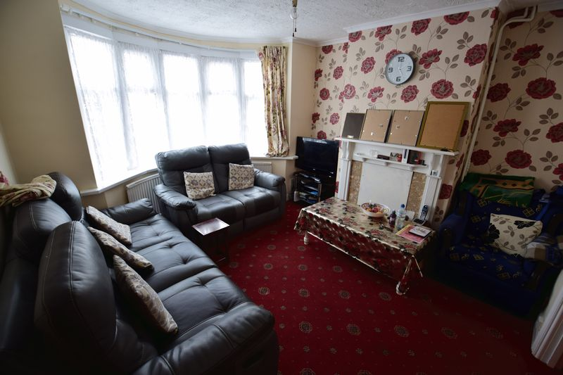 4 bedroom End Terrace to buy in Chester Avenue, Luton - Photo 2