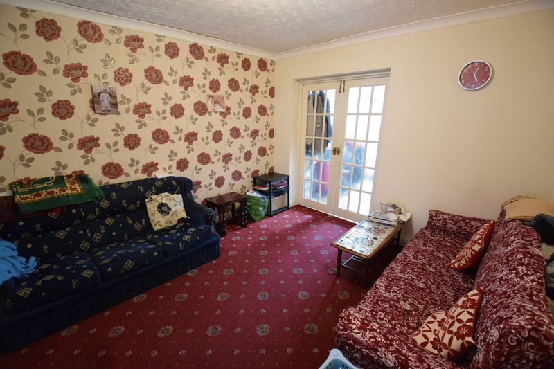 4 bedroom End Terrace to buy in Chester Avenue, Luton - Photo 3