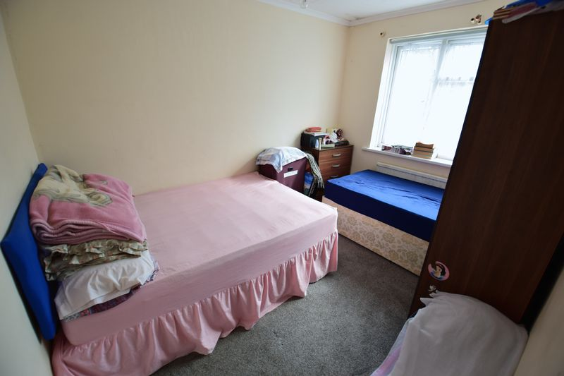 4 bedroom End Terrace to buy in Chester Avenue, Luton - Photo 7