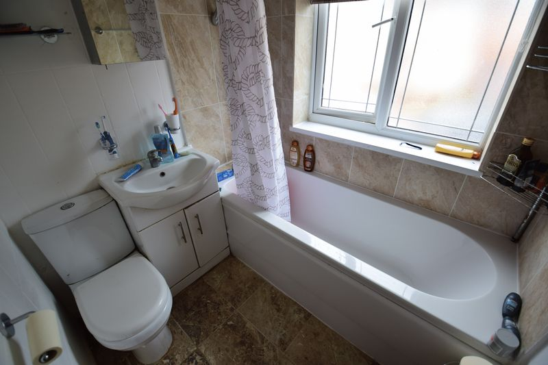 4 bedroom End Terrace to buy in Chester Avenue, Luton - Photo 9