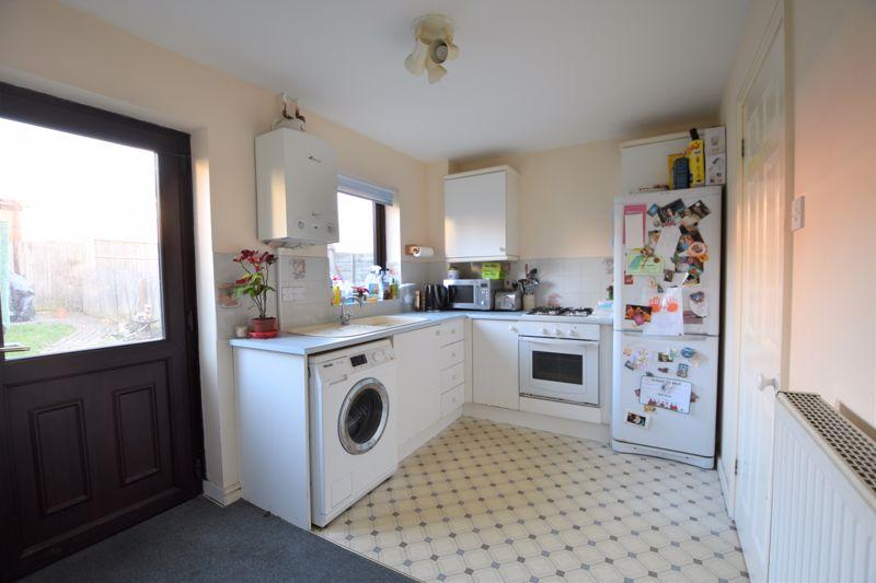 2 bedroom Mid Terrace to buy in Muirfield, Luton - Photo 2