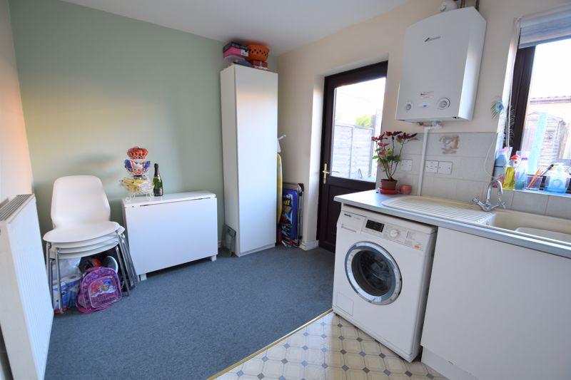 2 bedroom Mid Terrace to buy in Muirfield, Luton - Photo 3