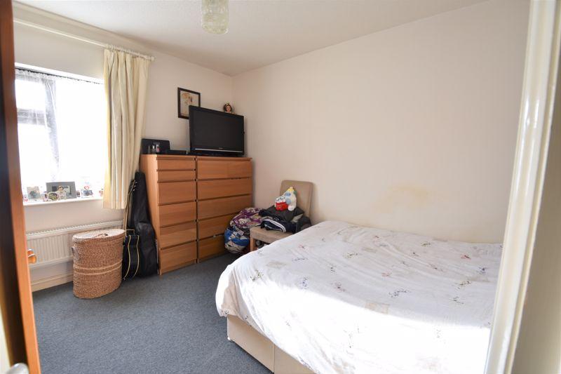 2 bedroom Mid Terrace to buy in Muirfield, Luton - Photo 4