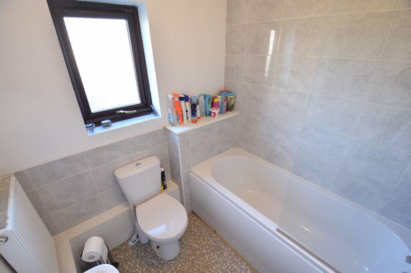2 bedroom Mid Terrace to buy in Muirfield, Luton - Photo 5