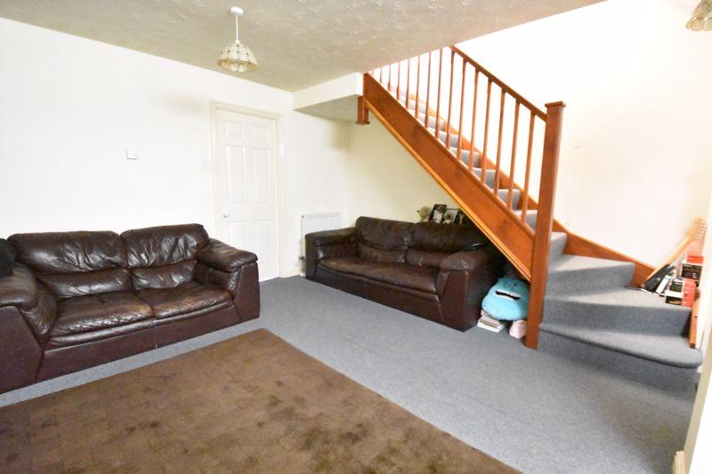 2 bedroom Mid Terrace to buy in Muirfield, Luton - Photo 9