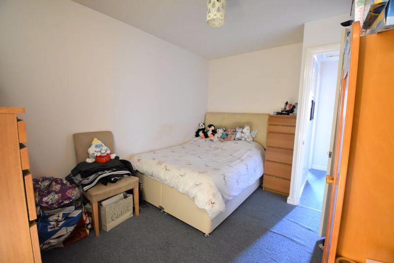 2 bedroom Mid Terrace to buy in Muirfield, Luton - Photo 6