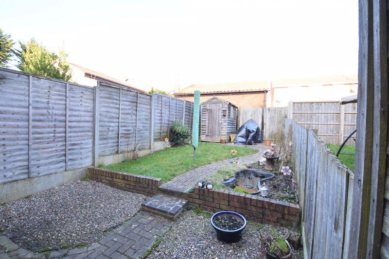 2 bedroom Mid Terrace to buy in Muirfield, Luton - Photo 8