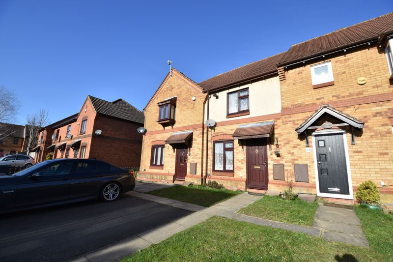 2 bedroom Mid Terrace to buy in Muirfield, Luton