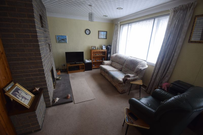 2 bedroom Semi-Detached  to buy in Saywell Road, Luton - Photo 2
