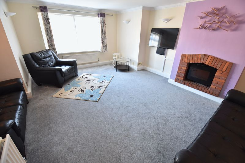 3 bedroom Semi-Detached  to buy in Eastcott Close, Luton - Photo 1