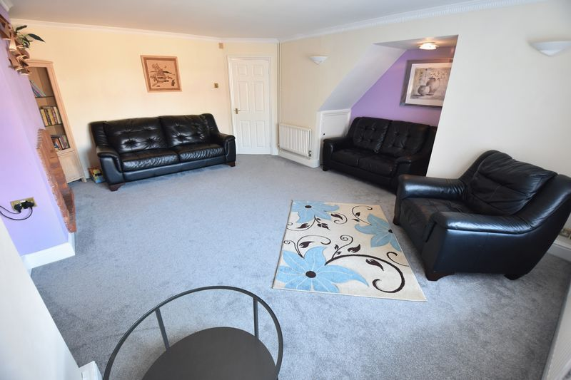 3 bedroom Semi-Detached  to buy in Eastcott Close, Luton - Photo 3