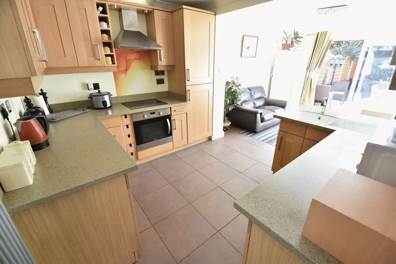 3 bedroom Semi-Detached  to buy in Eastcott Close, Luton - Photo 4