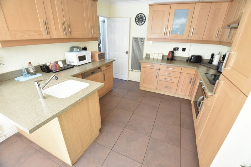 3 bedroom Semi-Detached  to buy in Eastcott Close, Luton - Photo 5
