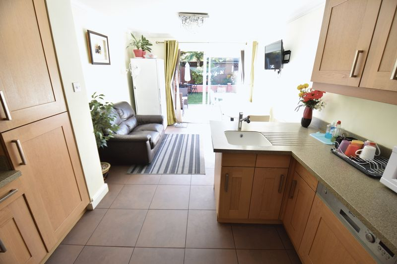 3 bedroom Semi-Detached  to buy in Eastcott Close, Luton - Photo 6