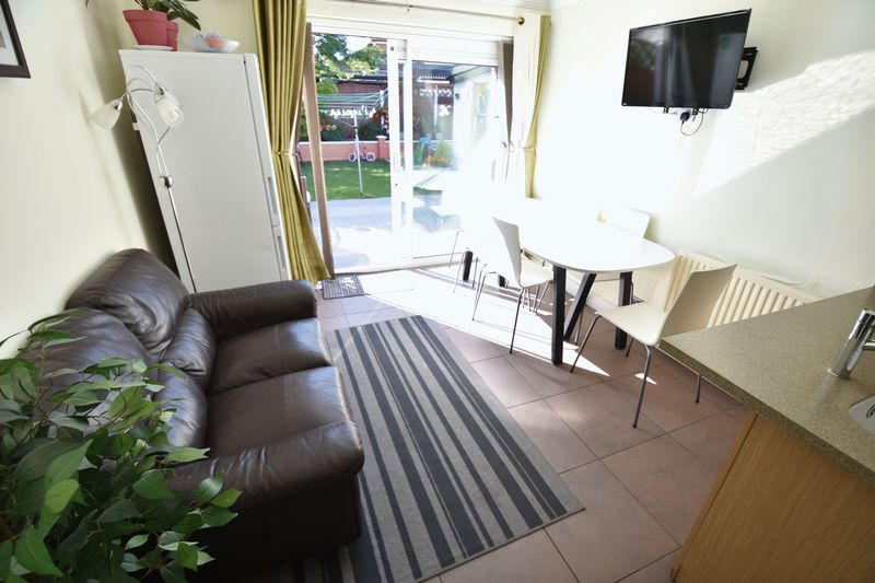 3 bedroom Semi-Detached  to buy in Eastcott Close, Luton - Photo 7