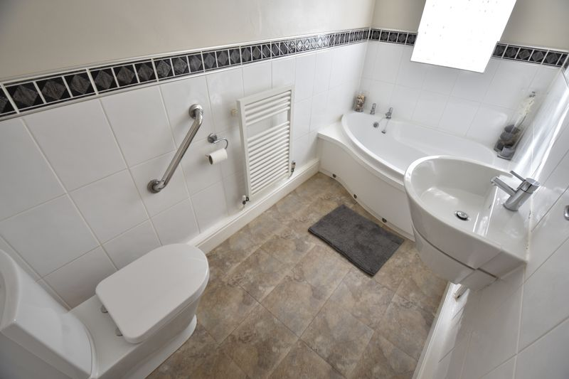 3 bedroom Semi-Detached  to buy in Eastcott Close, Luton - Photo 8