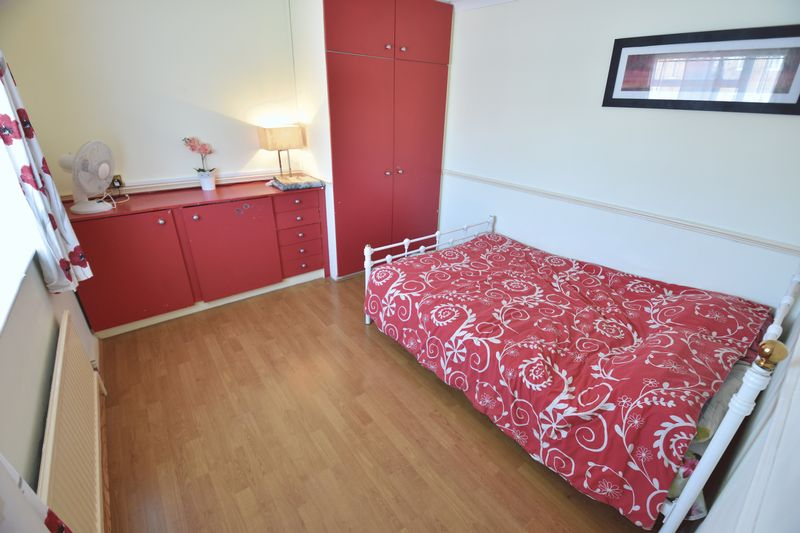 3 bedroom Semi-Detached  to buy in Eastcott Close, Luton - Photo 9