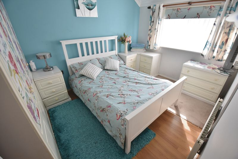 3 bedroom Semi-Detached  to buy in Eastcott Close, Luton - Photo 10
