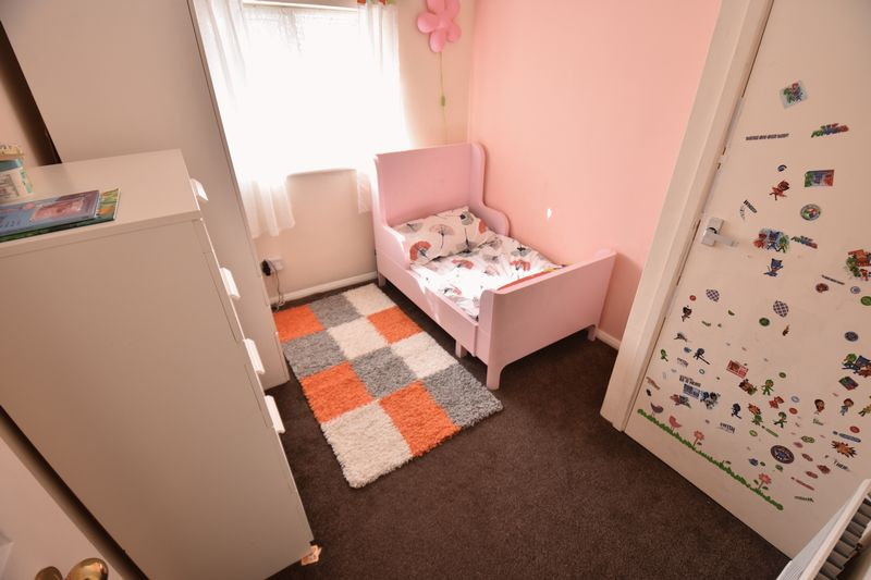 3 bedroom Semi-Detached  to buy in Eastcott Close, Luton - Photo 11