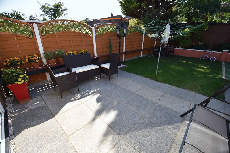 3 bedroom Semi-Detached  to buy in Eastcott Close, Luton - Photo 13