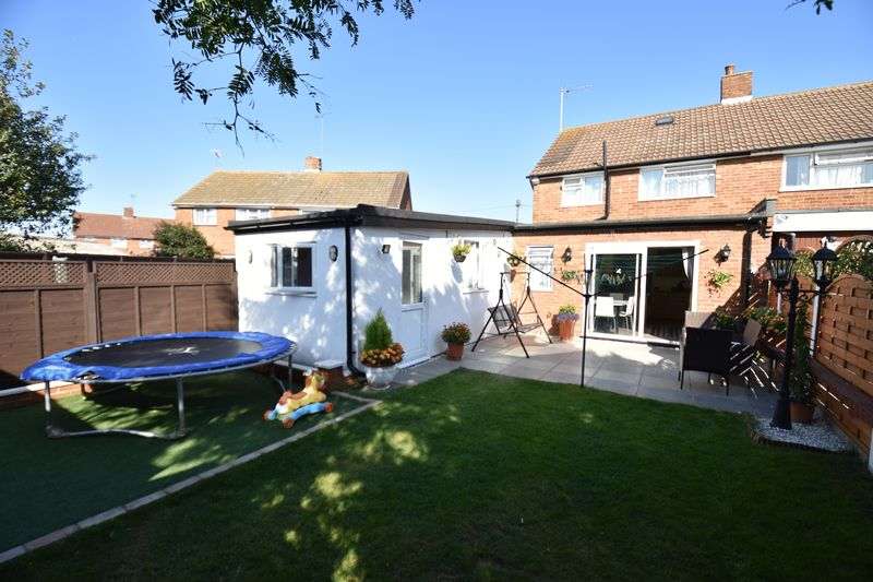 3 bedroom Semi-Detached  to buy in Eastcott Close, Luton - Photo 15