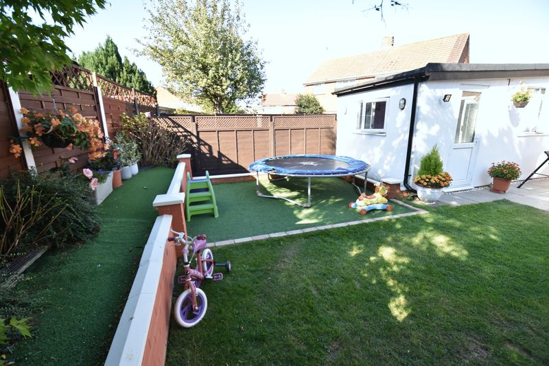 3 bedroom Semi-Detached  to buy in Eastcott Close, Luton - Photo 16