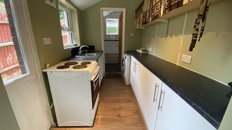 2 bedroom Mid Terrace to buy in Hartley Road, Luton - Photo 3