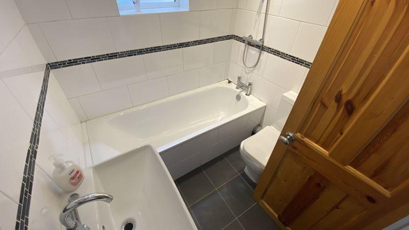 2 bedroom Mid Terrace to buy in Hartley Road, Luton - Photo 7