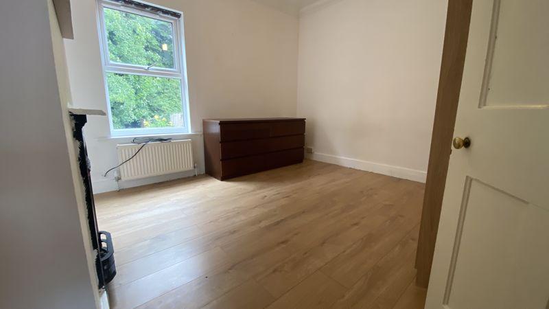 2 bedroom Mid Terrace to buy in Hartley Road, Luton - Photo 10