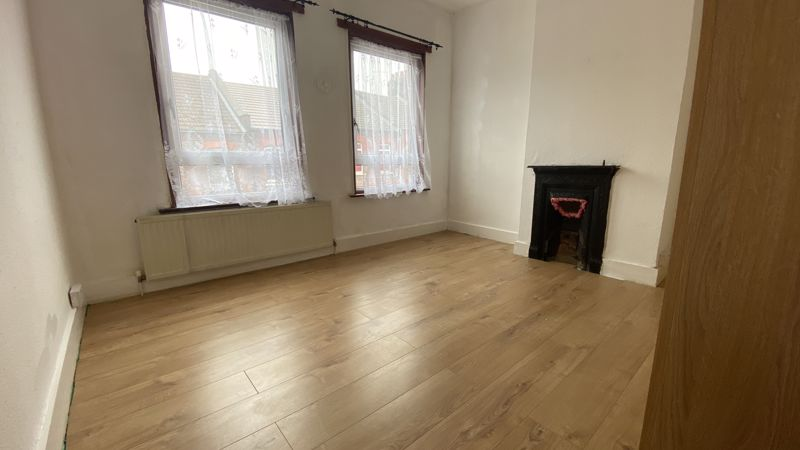2 bedroom Mid Terrace to buy in Hartley Road, Luton - Photo 12