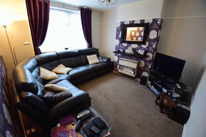 3 bedroom Semi-Detached  to buy in Red Rails, Luton - Photo 3
