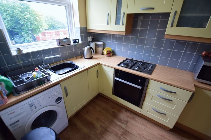 3 bedroom Semi-Detached  to buy in Red Rails, Luton - Photo 4