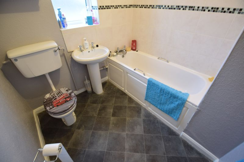 3 bedroom Semi-Detached  to buy in Red Rails, Luton - Photo 9