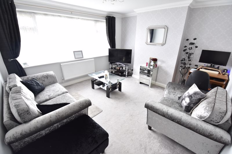 2 bedroom Maisonette to buy in Heywood Drive, Luton - Photo 2