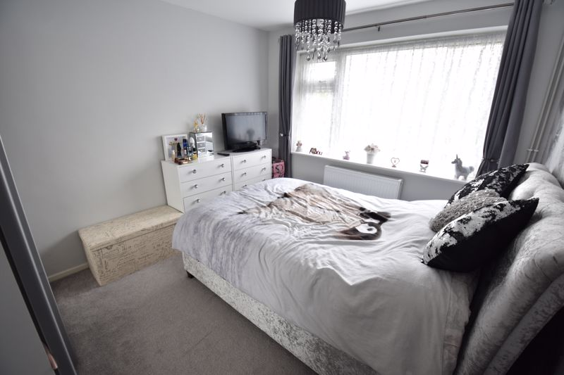 2 bedroom Maisonette to buy in Heywood Drive, Luton - Photo 4