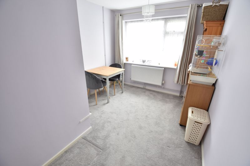 2 bedroom Maisonette to buy in Heywood Drive, Luton - Photo 5