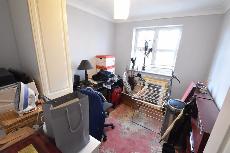 2 bedroom Flat to buy in Knights Field, Luton - Photo 2