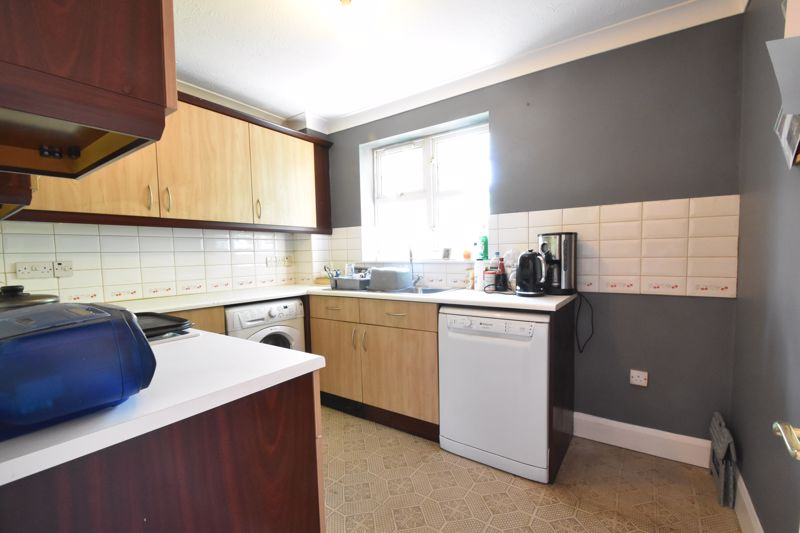 2 bedroom Flat to buy in Knights Field, Luton - Photo 19