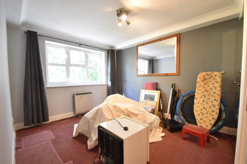 2 bedroom Flat to buy in Knights Field, Luton - Photo 12
