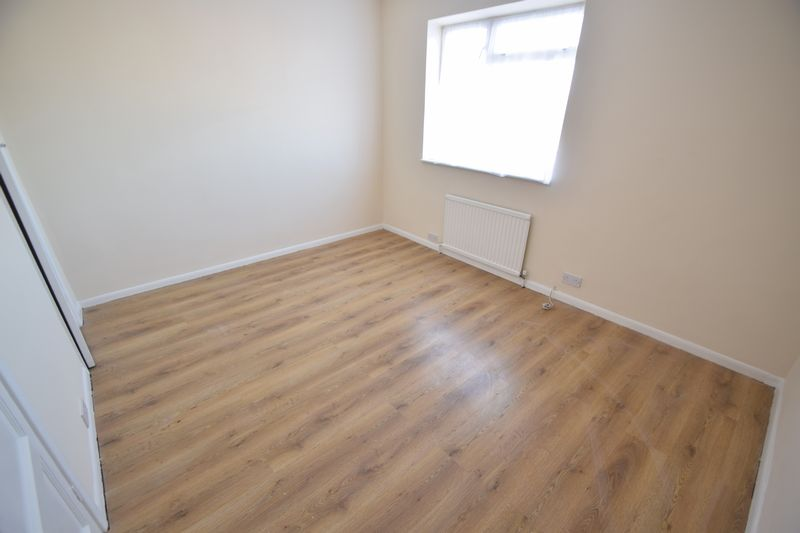 3 bedroom Mid Terrace to buy in Longcroft Road, Luton - Photo 8